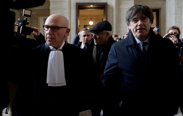 Puigdemont a su llegada al tribunal este