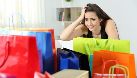 Cinco pecados que te hacen tirar el dinero... y no te dejan