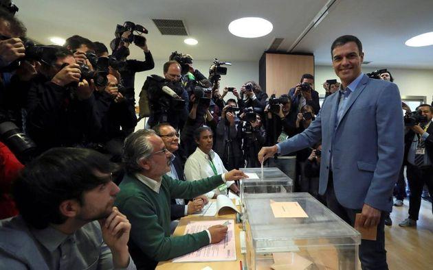 Pedro Sánchez votando el pasado 28 de