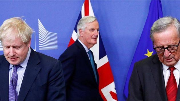 El primer ministro británico, Boris Johnson, el presidente de la Comisión Europea, Jean-Claude Juncker,...