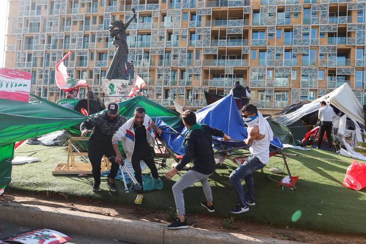 Men pull tents that were set-up by anti-government protesters in Beirut, Lebanon October 29, 2019. (REUTERS/Mohamed Azakir)