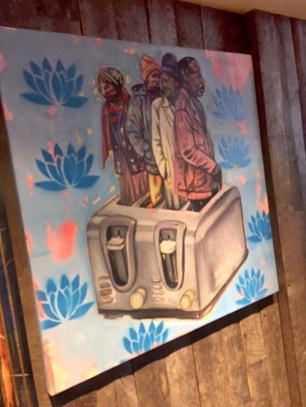 Εστιατόριο απολογείται για ρατσιστικό πίνακα που απεικονίζει μαύρους να ψήνονται σε