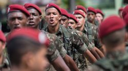 Aos gritos de 'Bolsonaro traidor', comissão aprova Previdência de