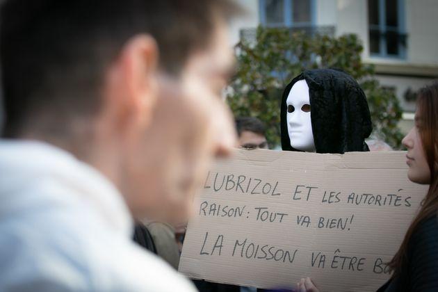 Le 26 octobre, une manifestation a réuni des centaines de personnes à Rouen, où...