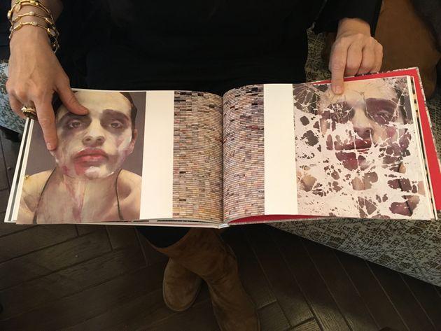 Lita Cabellut muestra una de sus obras, titulada 'Saru', en un catálogo, en