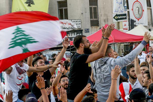 Μετά τις διαδηλώσεις χοροί και τραγούδια στον Λίβανο για την παραίτηση του