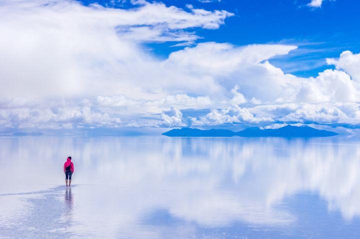 Οι αλυκές στο Σαλάρ Ντε Ουγιούνι,ο μεγαλύτερος φυσικός καθρέφτης της γης, βρίσκεται στη Βολιβία.Πρόκειται για την μεγαλύτερη αλατο-λίμνη στον κόσμο, με έκταση 10.582 τετραγωνικά χιλιόμετρα.