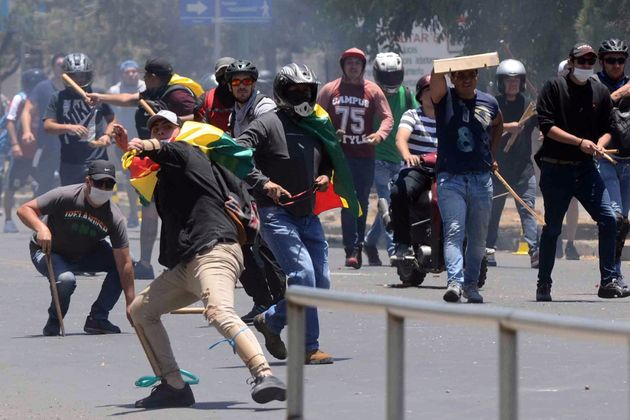 La Bolivia è nel caos, sì al riconteggio dei voti per fermare le