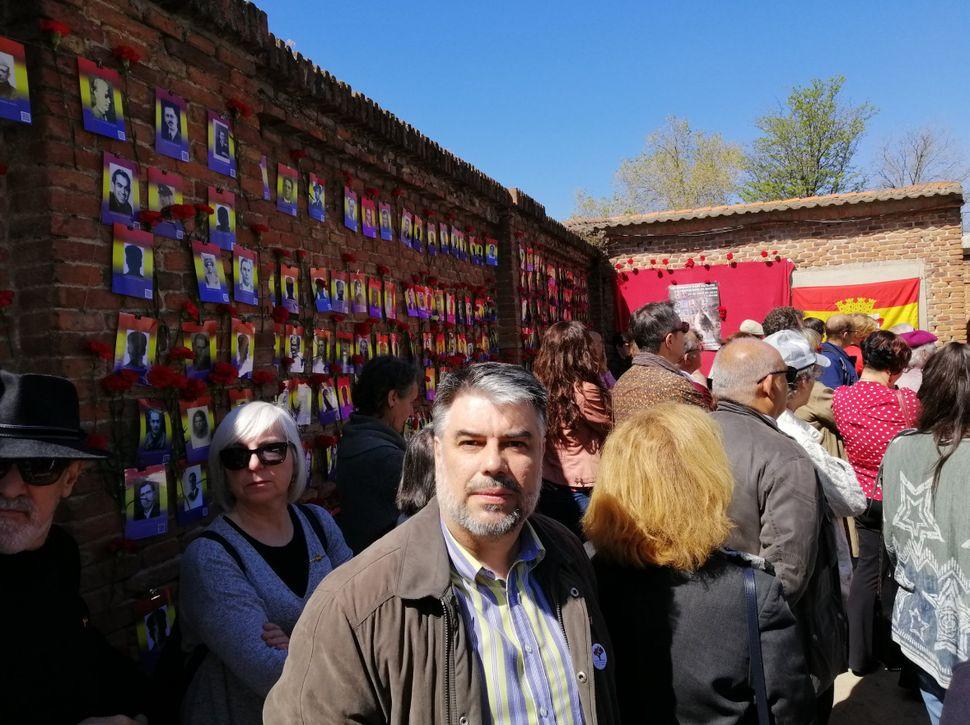 Arturo Peinado, el pasado abril, en un homenaje a las víctimas del franquismo en el cementerio del Este