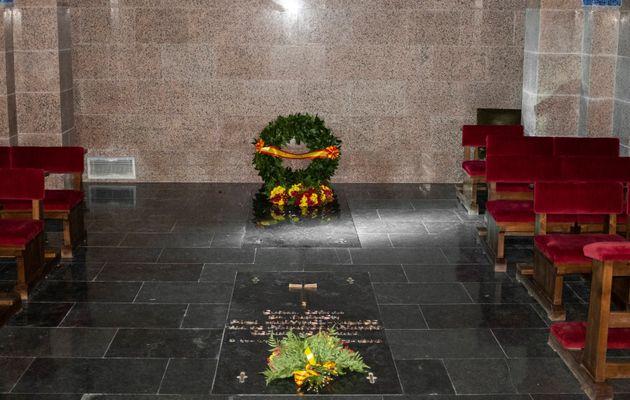 Fotografía facilitada por el Gobierno las que se ve el estado en el que ha quedado el interior del panteón...