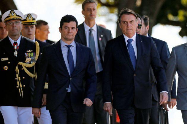 Jair Bolsonaro pede a Sérgio Moro que porteiro que citou seu nome no caso Marielle preste depoimento...