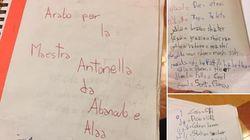 Gli alunni scrivono un vocabolario italo-arabo per la maestra per integrare i
