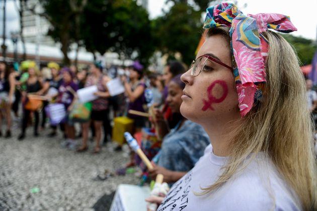 Mulheres protestam em Curitiba, no Dia Internacional da Mulher, em
