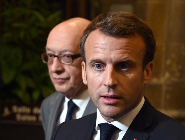 Emmanuel Macron répondant aux questions des journalistes auprès du maire de Rouen, Yvon...
