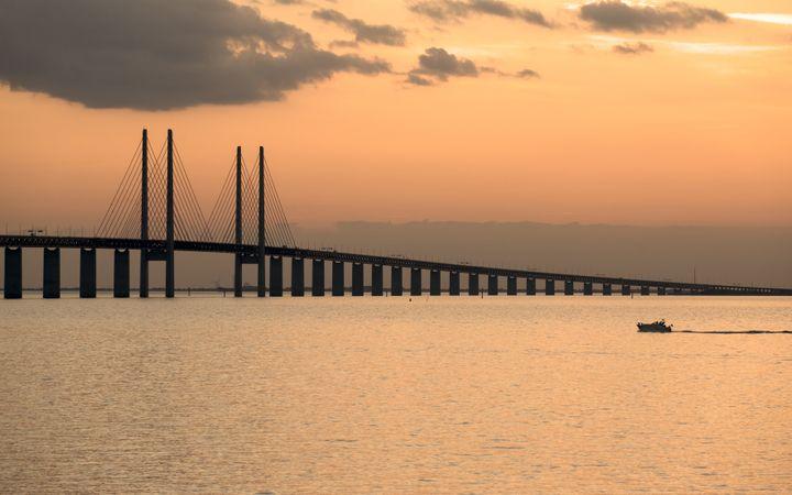 TheÖresund Bridge connects Sweden and Denmark.