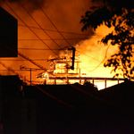 「首里城は宝」近くの住民ショック 北殿と南殿も延焼中