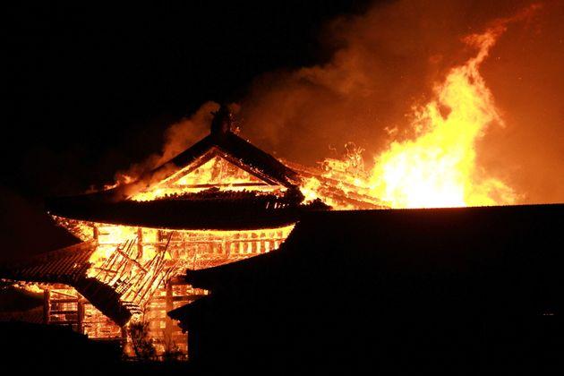 首里城火災(時事=EPA)