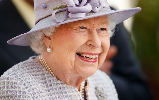La Regina rompe gli schemi con una posa mai vista