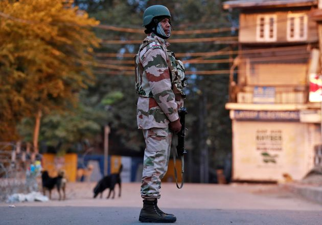 An Indo-Tibetan Border Police (ITBP) officer stands guard on a road in Srinagar October 31, 2019. REUTERS/Danish Ismail