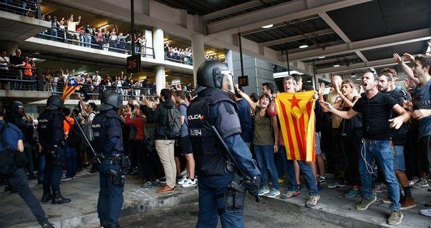 Imagen del asedio de Tsunami Democràtic al aeropuerto de Barcelona-El