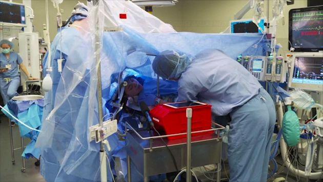 Εγχείρηση εγκεφάλου σε 25χρονη μεταδόθηκε ζωντανά μέσω