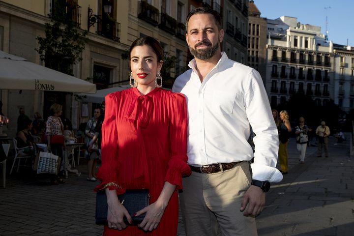 Lidia Bedman y Santiago Abascal, cara al sol en el concierto de Bertín Osborne en el Teatro Real de Madrid.