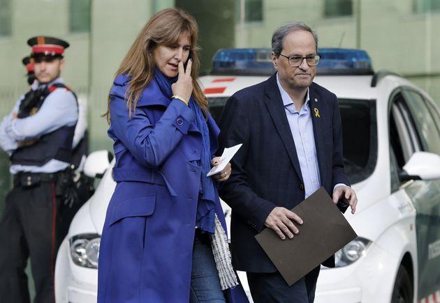 El presidente de la Generalitat, Quim Torra (c) y la diputada del congreso Laura Borrás