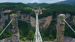 Η Κίνα «κλείνει» τις πιο διάσημες γυάλινες κρεμαστές γέφυρες - Θάνατοι και