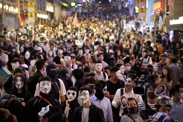 Χονγκ Κονγκ: Χημικά κατά διαδηλωτών εν μέσω εορτασμών για το
