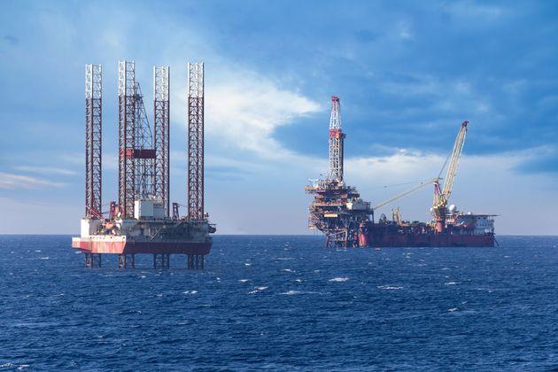Εξέδρα υποθαλάσσιας εξόρυξης πετρελαίου στην Ελλάδα.