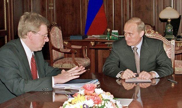 Le 2 juin 2000, Vladimir Poutine, récemment élu président pour la première fois, s'entretient au Kremlin...