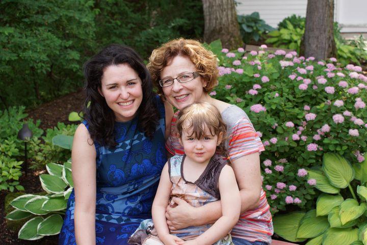 Tammy Verge, en compagnie de sa belle-mère Murielle Cool et de sa fille Jeanne Vézina-Verge