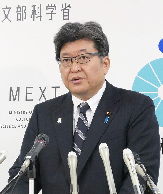 閣議後の記者会見で英語民間試験の導入延期を発表する萩生田光一文部科学相=1日、同省