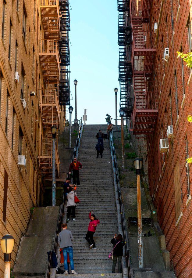 作中の象徴的な場面で登場する「ジョーカーの階段」。ニューヨーク・ブロンクス地区にあり、