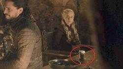 Emilia Clarke révèle à qui appartenait le gobelet de café oublié dans