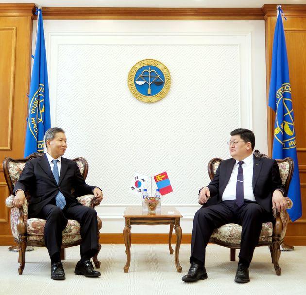 이영진 헌법재판관과 오드바야르 도르지(Odbayar Dorj) 몽골