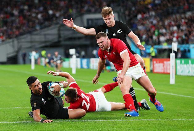 Face au pays de Galles, Richie Mo'Unga et la Nouvelle-Zélande ont inscrit six essais pour l'emporter...