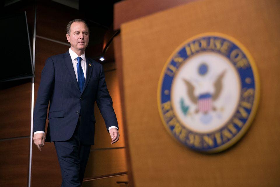 Le 30 octobre, Adam Schiff (représentant démocrate de Californie) se rend dans une zone...