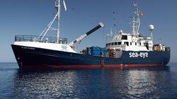 La nave Alan Kurdi entra in acque italiane con 88 migranti a bordo: