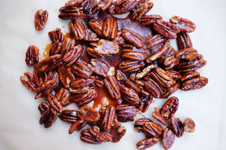 Homemade candied pecans