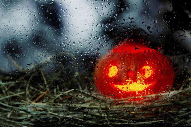 Étrangement, les débats sur l'Halloween et sur les participes passés se portent...