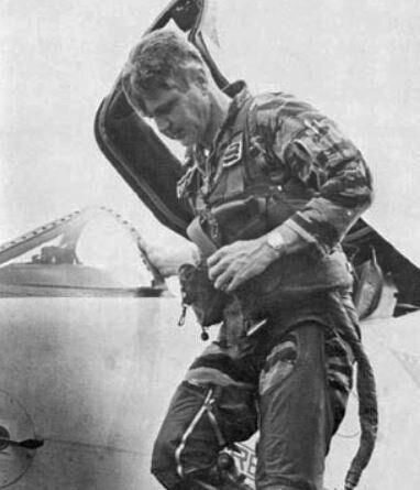 Ο πιλότος Τζέιμς Στόκντέϊλ (1923-2005).