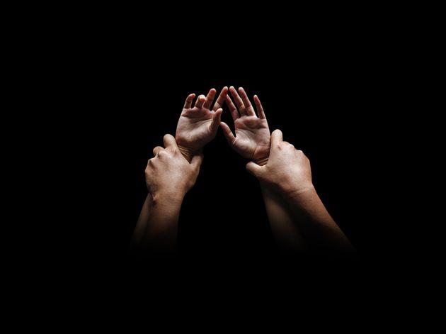 Βρετανία: Βιασμός γυναίκας σε νεκροταφείο εκκλησίας κατά το