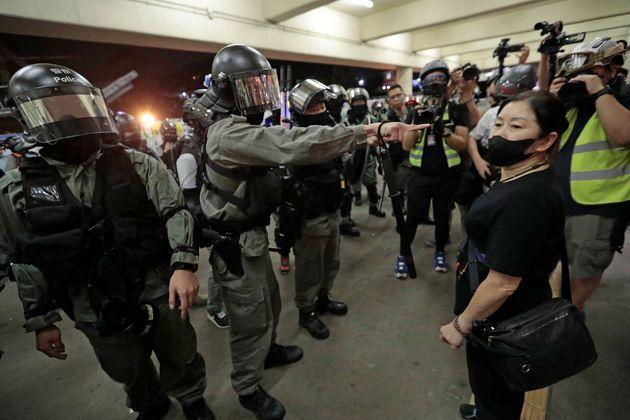 Νέες ταραχές μεταξύ διαδηλωτών και αστυνομίας στο Χονγκ