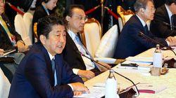 安倍首相と文在寅大統領、11分間の歓談。ASEAN首脳会議でバンコク訪問中に