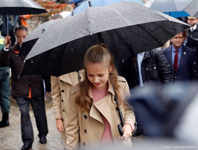La princesa Leonor debuta en Cataluña entre protestas