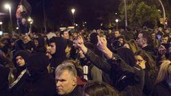"""Unas 2.000 personas en Barcelona participan en una cacerolada contra la visita del rey: """"Fuera el"""