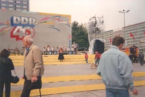 Berlino Est, ricordi di trent'anni fa e l'ombra nera che