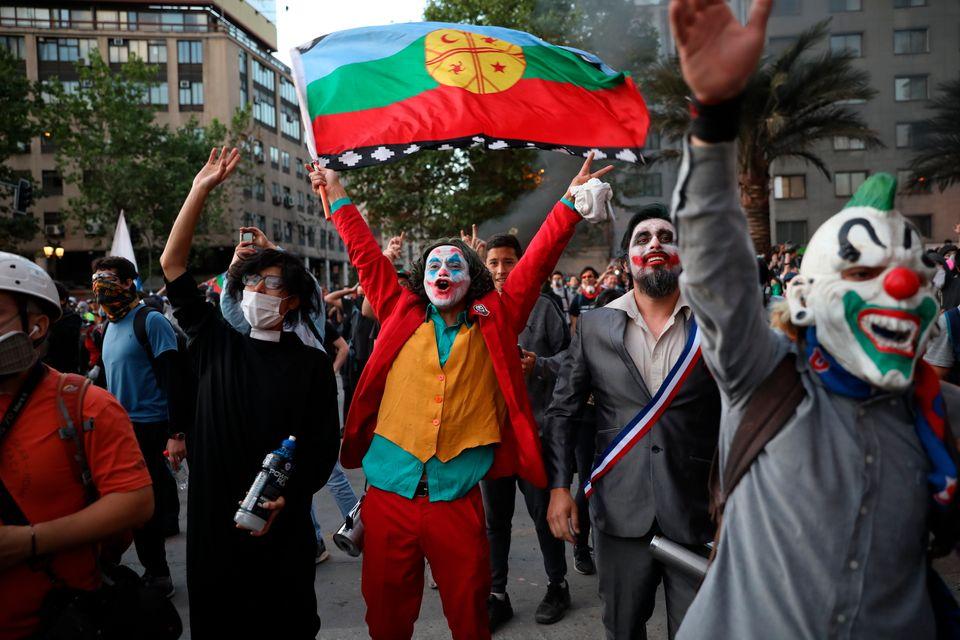 Διαδηλωτές στη Χιλή...