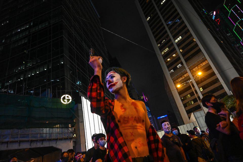Πολίτες στο Χονγκ Κονγκ...